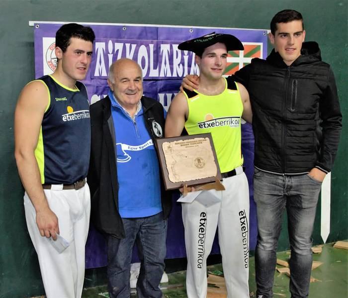 Eneko Saralegi leitzarrak irabazi du Euskal Herriko hirugarren mailako aizkora txapelketa