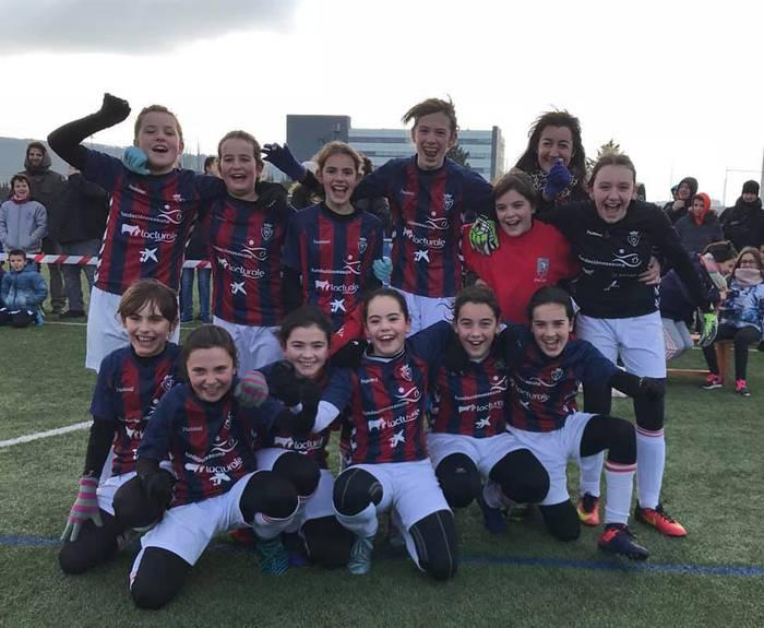 Doneztebeko San Miguel ikastetxeko neskek irabazi dute Nafarroako eskolen arteko futbol txapelketa