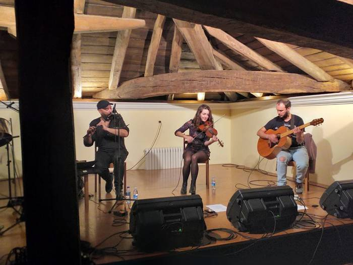 Xose Liz folk-taldeak kontzertu gustagarria eskaini du Elizondon