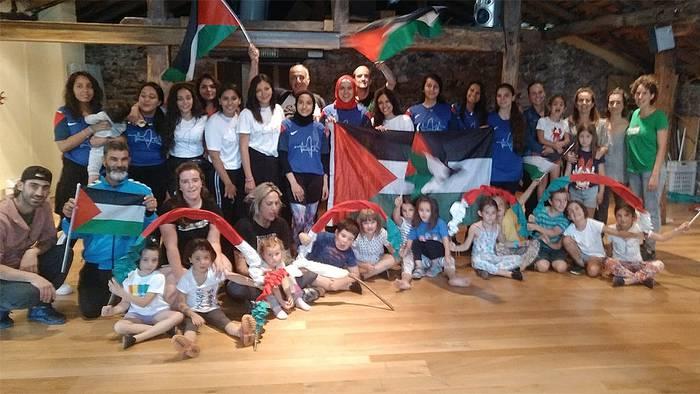 Palestinako errefuxiatuen saskibaloi taldea Beran izan da