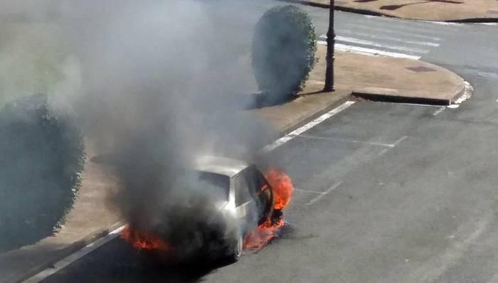 Auto batek su hartu du Elizondon