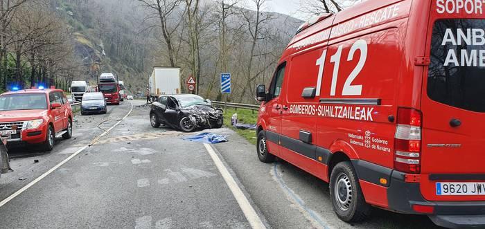 Lesakako 53 urteko gizaseme bat hil da Beran auto eta kamioi baten arteko talkaren ondorioz