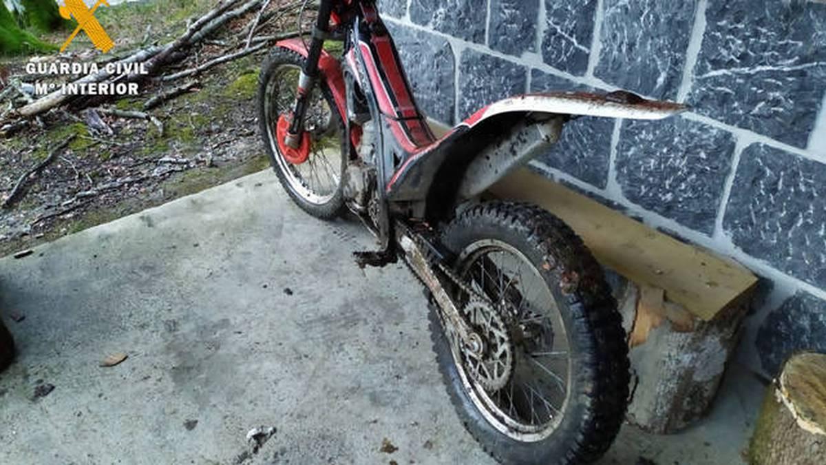 Urrozen hiru motorzale harrapatu dituzte Mugakosoro naturagune babestuaren inguruan zebiltzanean