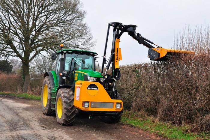 Baztango Udalak bi langile hartuko ditu zerbitzu anitzeko lanetarako eta desbrozatzeko traktore gidari aritzeko