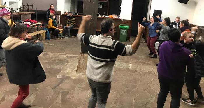 San Anton Eguna dantzan bukatu dute zubietarrek