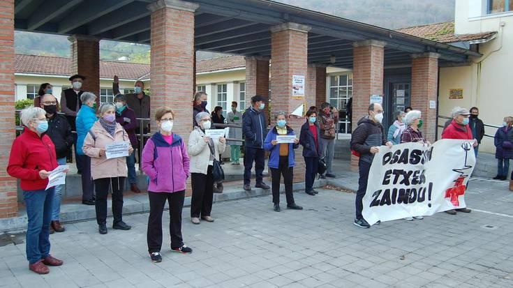 Nafarroako Osasun Plataformak deituta larunbatean Iruñean eginen den manifestaziora joateko deia egin dute Lesakan