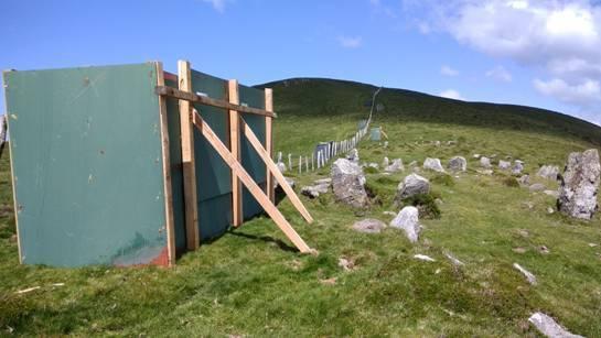 Ehiza-postuak monumentu megalitikoen gainean eraikitzen dutenen kontra egiteko eskatu dio Eguzkik Nafarroako Gobernuari