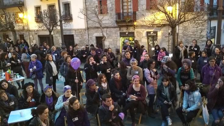 Kafe-tertulia eta manifestazioarekin bukatu dituzte martxoaren 8ko mobilizazioak