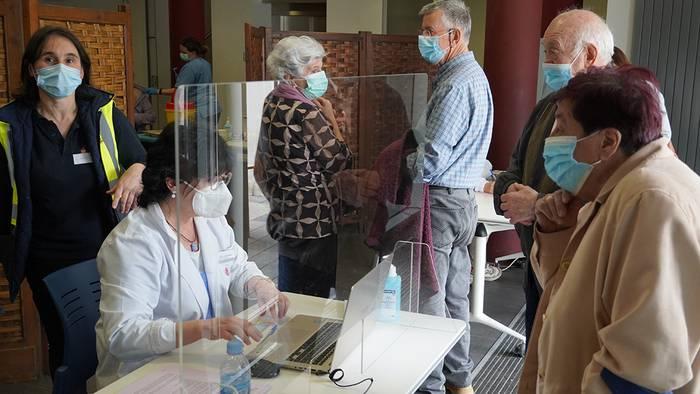 Eskualdean ere heldu den astean hasiko dira 66-69 urte bitarteko batzuk txertatzen