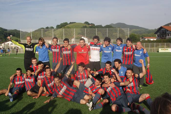 Gure Txokoako futbol taldeek bukatutzat eman dute denboraldia