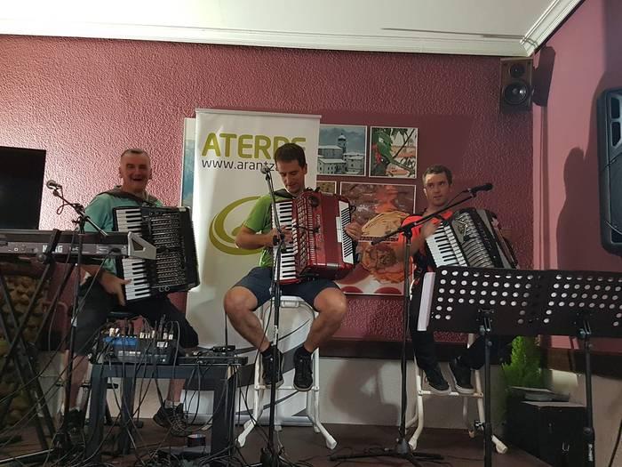 Gregorio, Beñat eta Andoni Mitxelena akordeoilariek larunbatean Arantzan ematekoa zuten kontzertua gibelatu dute