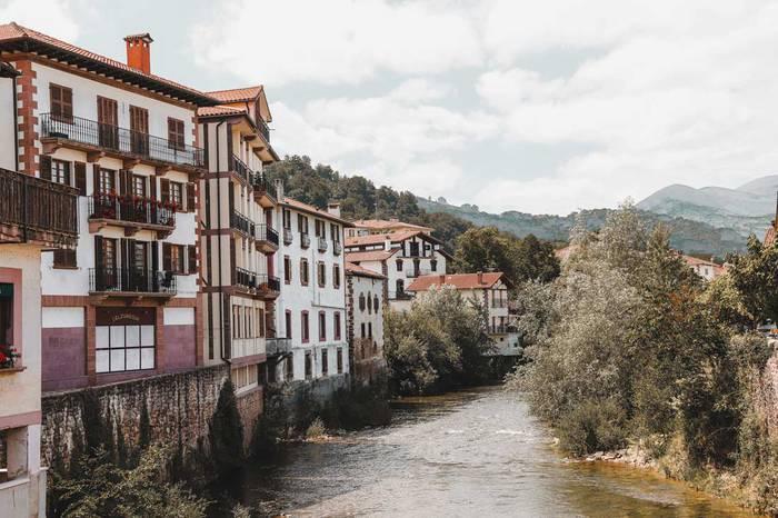 Ostatu turistikoen arauketarekin hasteko 18.000 euroko aurrekontua onartu du Baztango Udalak