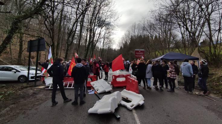 'Indar okupatzaileak kanpora!' aldarrikatuz, 120 lagun inguru elkartu dira Lizuniagako lepoan