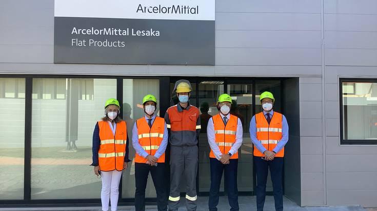 ArcelorMittaleko lantegiak bisitatu ditu Mikel Irujo kontseilariak