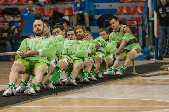 640 kiloko Euskadiko sokatira txapelketan ere indartsu hasi dira Beti Gazteko mutilak