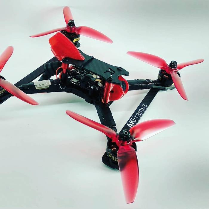 Dronak egiten eta hegatzen ikasteko ikastaroa antolatu dute Beran