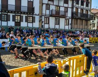 Emarri emakume taldeak marka ezarri du Usurbilen 3.800 kiloko harriarekin