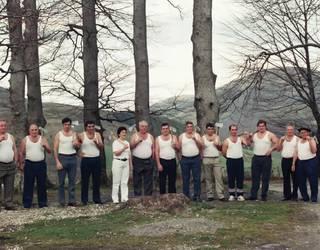 1988an Leitzako Aurrera Elkartearen alde aizkoran aritu ziren boluntarioak gogoan