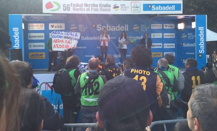Euskal Herriko Itzuliko Lesakako etapan Aroztegia salatu zuten