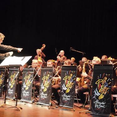 Alexander Big Band taldea urriaren 31n entzungai izanen da Senperen