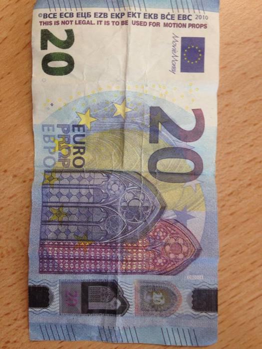 Billete faltsutan 2.000 euro baino gehiago atzeman dituzte Elizondon