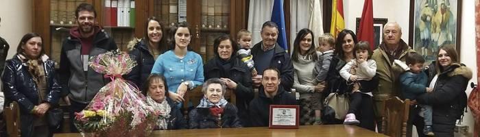 Sunbillako ohorezko alkate izendatu dute Isabel Inda 100 urterekin