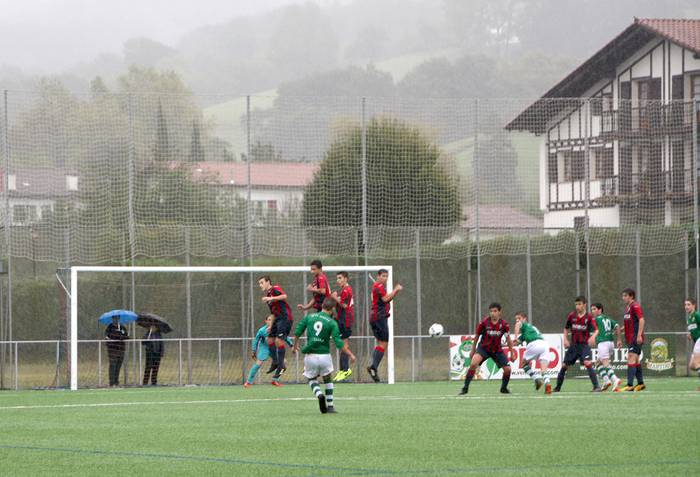 Denboraldiko lehen futbol derbia irabazi dio Beti Gaztek Gure Txokoari kadete mailan