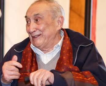 Joxe Mari Apezetxea margolari erratzuarra hil da 90 urterekin