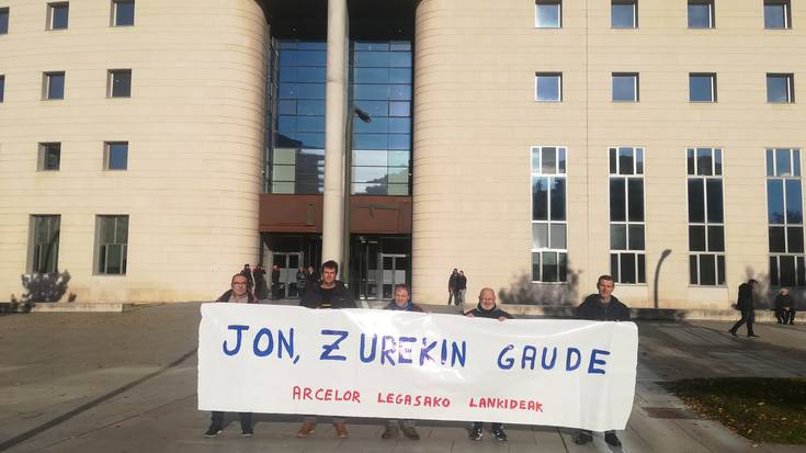 Legasako Arcelor Mittaleko langileek Jon Ruiz babestu dute