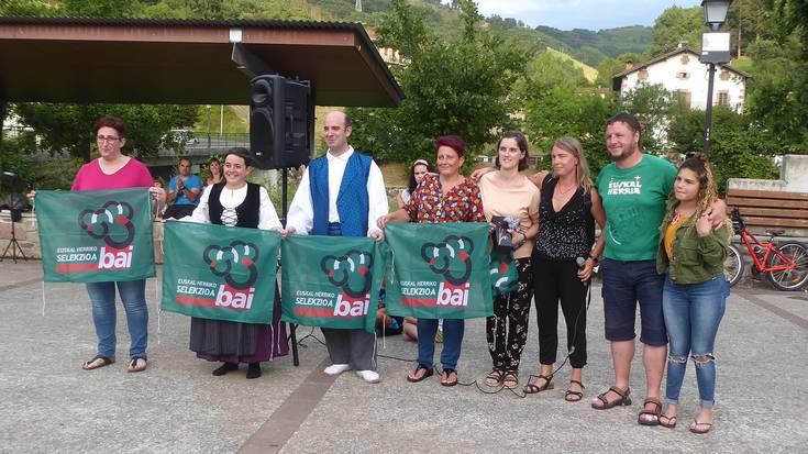 Euskal selekzioaren aldeko mendi martxari harrera Sunbillan
