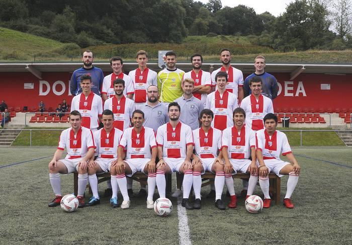 Helduen bi talderekin berriz zelaira Doneztebe Futbol Taldea