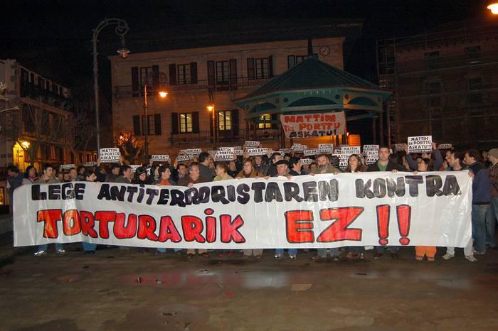 Igor Portu eta Mattin Sarasolaren tortura kasuaren epaiaren inguruko mozioa onartu du ahobatez Lesakako Udalak