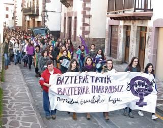 Baztango neska gazteak elkarrean artean saretu eta Iñarrosi talde feminista sortu dute