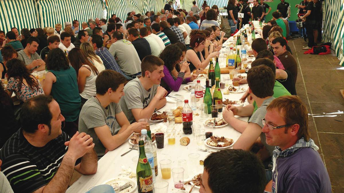 Txupinazoak eta ezkil-jotzeak hasiera emanen diete Urdazubiko Salbatore bestei asteazken arratsean