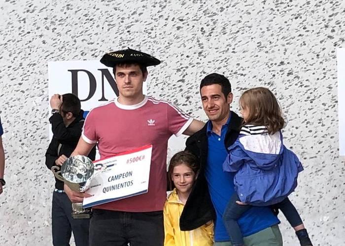 Jon Olaizolak Open Diario de Navarra txapelketako txapela jantzi du