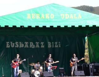 Mugaldekoak Band taldeak kontzertu beroa eman du Beran
