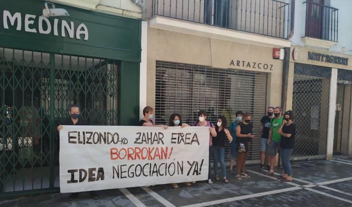 Elizondoko zahar etxeko langileek Iruñera eraman dute protesta