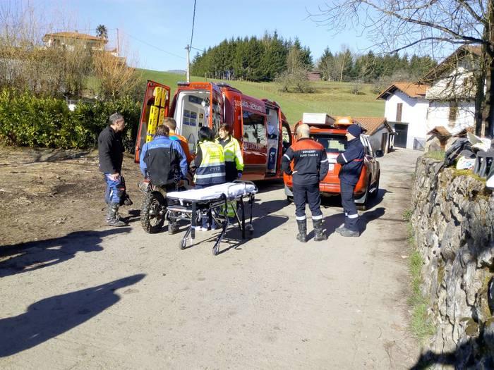 Oronozko suhiltzaileek Miarritzeko motorzale bat erreskatatu zuten atzo Artzen