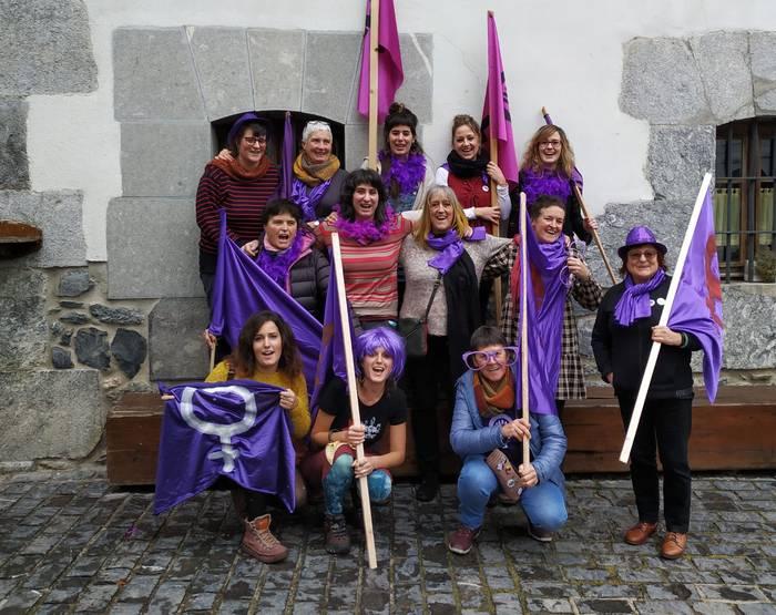 Asteburuan hasi dira Sastrakak Leitzaldeko Feministak azaroaren 25erako giroa berotzen