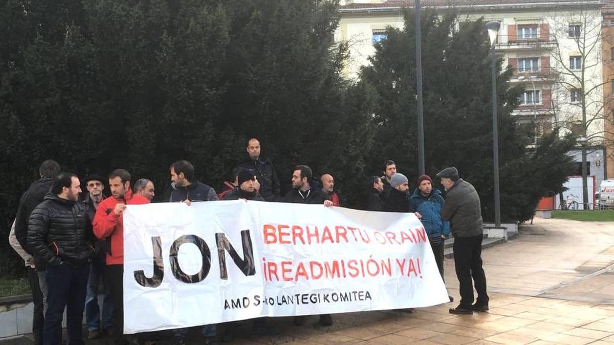 Legasako Arcelorreko langileek Lan Departamentuan egin duten protesta Iruñean