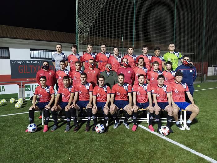 Eskualdeko futbol talde nagusietako batzuk asteburuan ekinen diote zalantzaz betetako denboraldi berezi bati