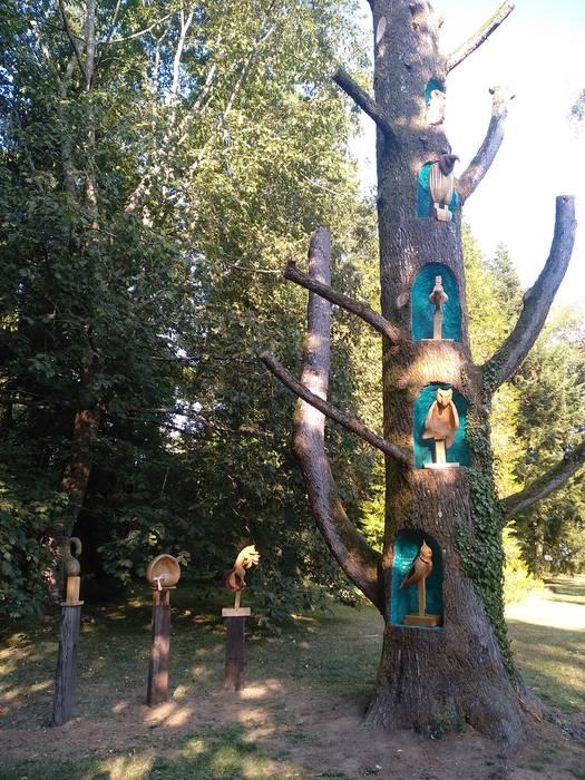 Iruñeko Arte Eskolako ikasleek arte-lana bihurtu dute Bertizko Libanoko zedroa