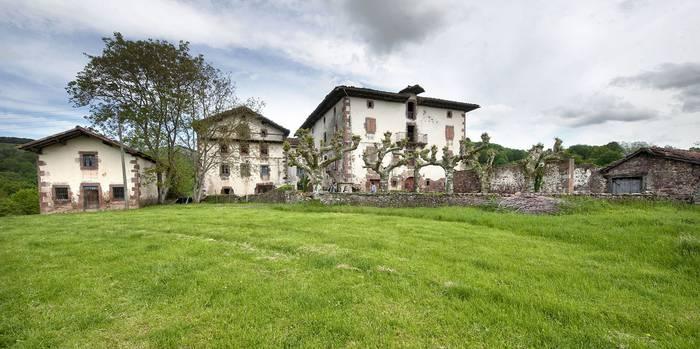 Aroztegiko ermita ez dela Palacio de Arozteguía enpresarena erran du epaileak