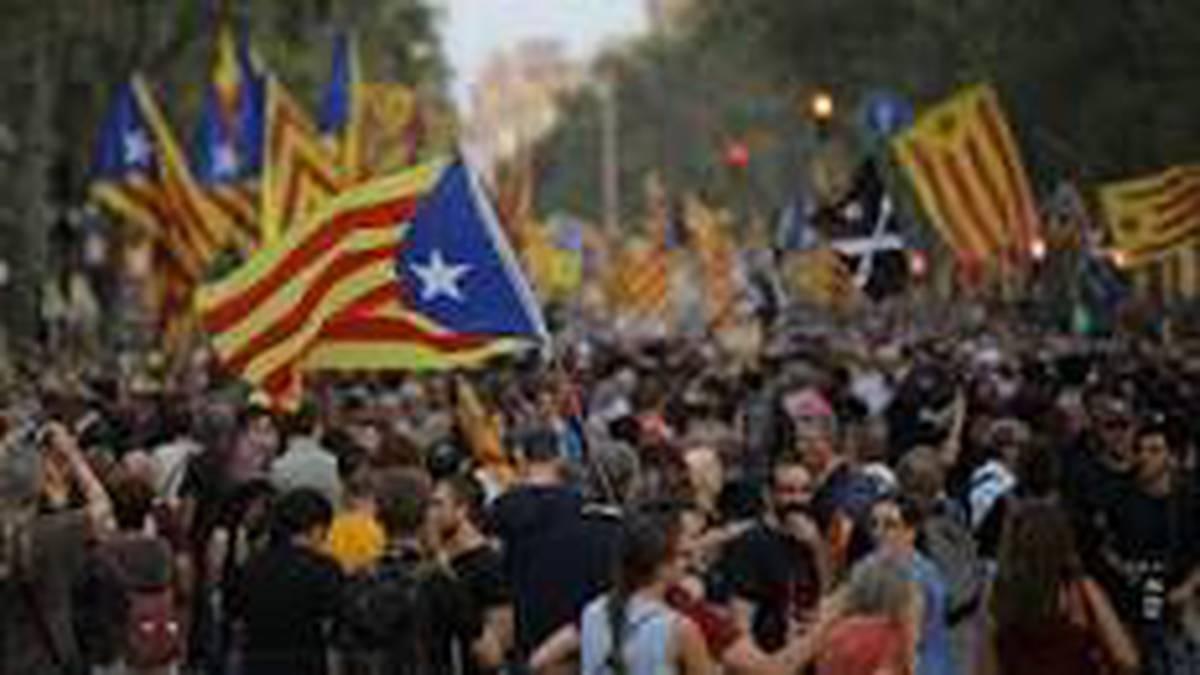 Kataluniari begira