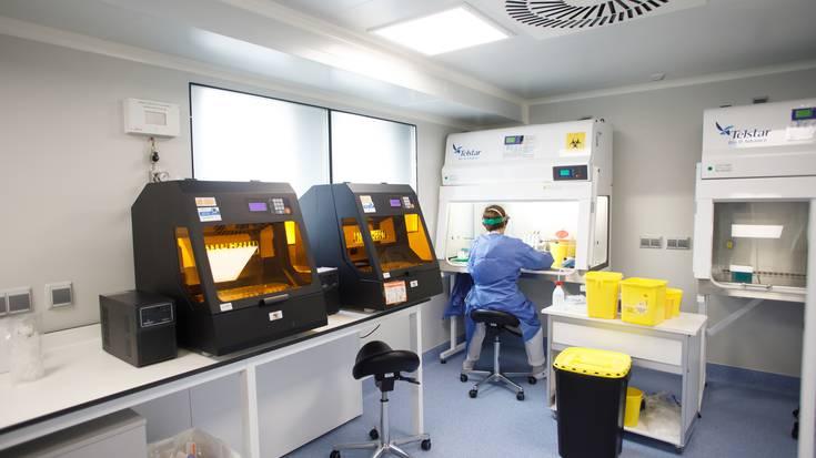 Nafarroan hildako bat koronabirusagatik azken orduetan eta PCR probetan 15 positibo atzeman dituzte