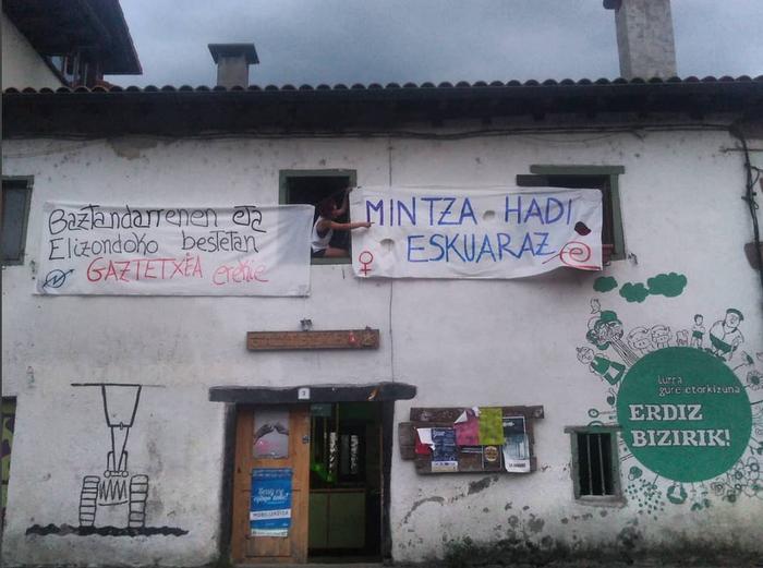 Martxoaren 6an Elizondon eginen dute bertso afari feministarako txartelak salgai