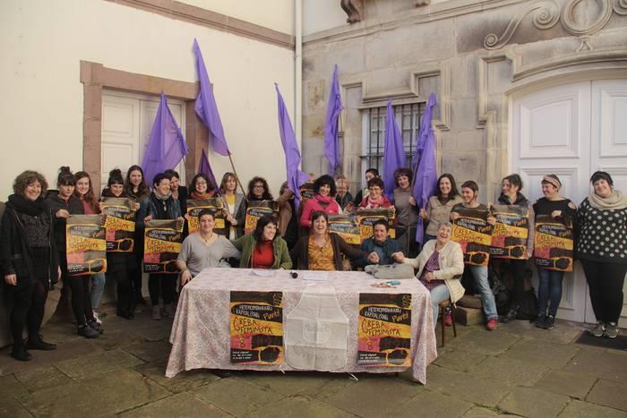 Baztan-Bidasoaldeko emakume feministek bat egin dute martxoaren 8ko grebarekin