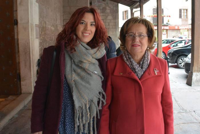 Esther Garro jostunak jaso du Santa Luzia eguneko Zilarrezko Titarea Donezteben